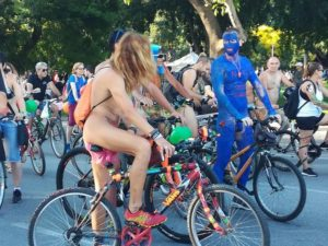 Θεσσαλονίκη: Γυμνή ποδηλατοδρομία με εικόνες που συζητήθηκαν – Η συμμετοχή και τα αιτήματα [pics]