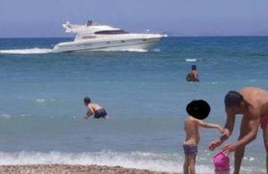 Ηράκλειο: Η απόφαση του καπετάνιου προκάλεσε πανικό – Χαμός σε πολυσύχναστη παραλία [vid, pics]