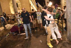 """Πανικός στο Τορίνο! Οπαδοί της Γιουβέντους έτρεξαν να σωθούν από """"έκρηξη"""" – Τρόμος και αίματα [pics, vid]"""