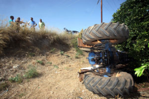 Λάρισα: Το τρακτέρ καταπλάκωσε και σκότωσε τον αγρότη οδηγό του – Θρήνος στην Ελασσόνα!