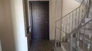 Λάρισα: Φρικτός θάνατος πίσω από αυτή την πόρτα – Νεκρή 24χρονη κοπέλα που παγιδεύτηκε στη φωτιά [pics]