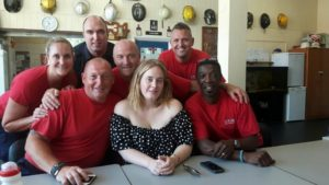 Adele: Μια αγκαλιά και ένα φλιτζάνι τσάι για τους ηρωικούς πυροσβέστες [pics]
