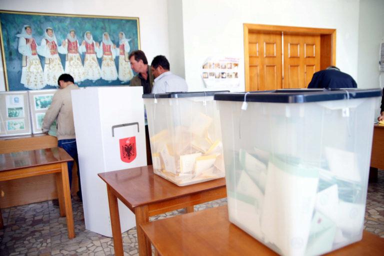 Αίμα, νοθεία και … μαφία στις εκλογές στην Αλβανία | Newsit.gr