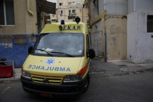 Πάτρα: Ανήλικος έσπασε το τζάμι ασθενοφόρου, που πήγε να τον παραλάβει!