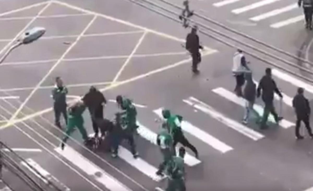Γκάφα της αστυνομίας! Ζωντανός ο οπαδός που ξυλοκοπήθηκε [vid] | Newsit.gr