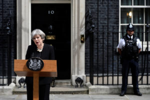 """Λονδίνο: """"Αρκετά με την τρομοκρατία! Κανονικά οι εκλογές"""" λέει η Μέι!"""