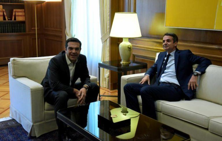 Συνάντηση Τσίπρα – Μητσοτάκη: Χαμόγελα και ενδιαφέρον για την Ντόρα – Τι συζήτησαν | Newsit.gr
