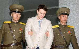Επαναπατρίστηκε αμερικανός φοιτητής που κρατούνταν σε κώμα στη Βόρεια Κορέα