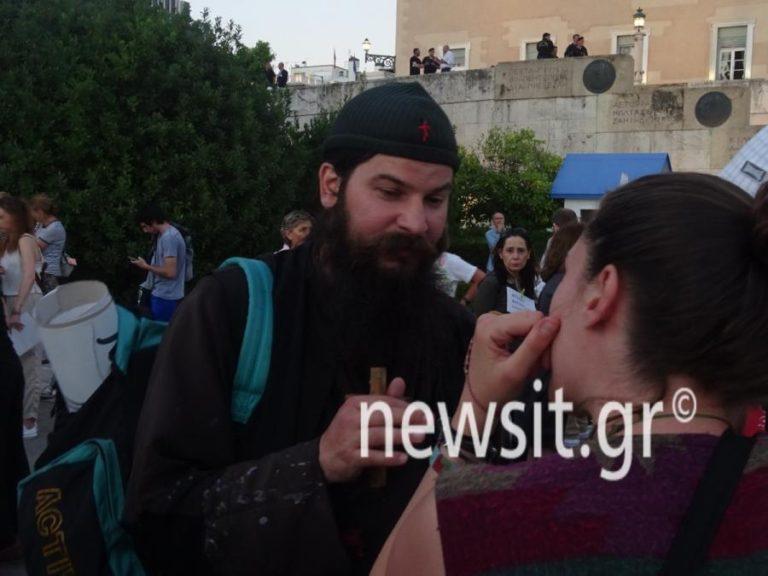 «Παραιτηθείτε»: Ο πάτερ Κλεομένης διαδήλωσε κατά των Εβραίων Σατανιστών [vid]   Newsit.gr