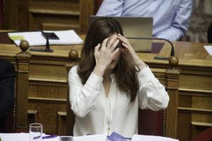 Βουλή: Οργή από αντιπολίτευση! Αχτσιόγλου: Δεν κόβουμε συντάξεις, τις παγώνουμε