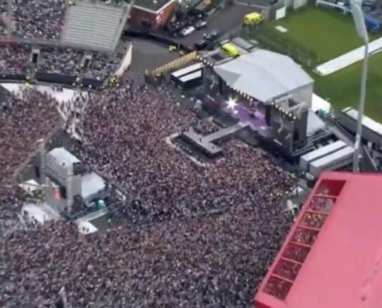 Μάντσεστερ: Συγκίνηση στην συναυλία της Αριάνα Γκράντε! Πλήθος κόσμου «νικάει» τον τρόμο [pics, vids]
