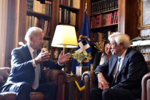 Μπάιντεν σε Παυλόπουλο: Θέλουμε να βγει η Ελλάδα από την κρίση