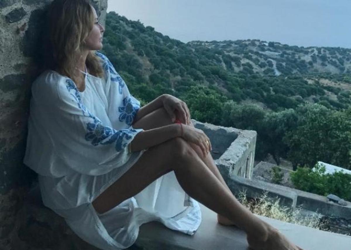 Τζένη Μπαλατσινού: Νέες φωτογραφίες από το ταξίδι στη Νίσυρο | Newsit.gr