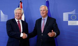 Brexit: Αρχισαν οι διαπραγματεύσεις – Όλα στον αέρα ακόμα και η επιβίωση της Μέι