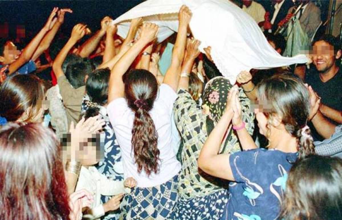 Καλαμάτα: Ο κακός χαμός σε γάμο τσιγγάνων – Ο γαμπρός, η νύφη και τα απρόοπτα! | Newsit.gr