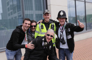 Champions League: Αστυνομικοί παντού! Selfies, χαμόγελα και μπύρες [pics]