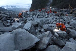 Κίνα: 15 οι νεκροί από την φονική κατολίσθηση! [pics]