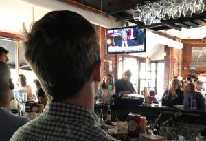 Πάρτι με αλκοόλ για την κατάθεση Κόμεϊ διοργάνωσαν μπαρ στις ΗΠΑ! [pics]