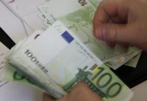 Η μείωση δαπανών «σωσίβιο» για τον προϋπολογισμό