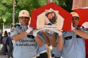 Θρήνος σε όλη την Τουρκία για τη νεαρή δασκάλα που σκοτώθηκε στην επίθεση του PKK!