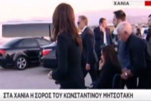 Κωνσταντίνος Μητσοτάκης: Σε αμαξίδιο η Ντόρα Μπακογιάννη στα Χανιά [vid]