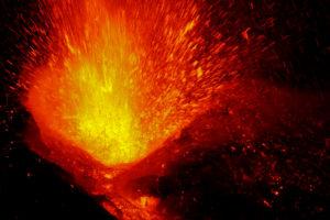 """Πώς οι εκρήξεις ηφαιστείων ευνόησαν την """"παντοδυναμία"""" των δεινοσαύρων"""