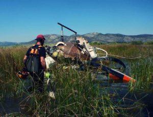Νέες φωτογραφίες από την τραγωδία με το ελικόπτερο! Ένας σωρός από σίδερα μέσα στο βάλτο [pics]