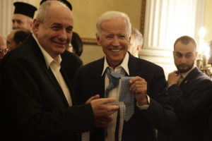 Μπάιντεν – Κουίκ… αντάλλαξαν γραβάτες! [pics]