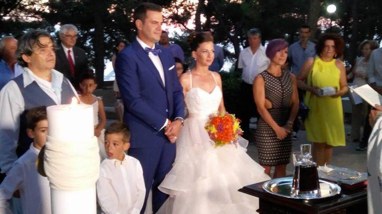 Κρήτη: Ο γαμπρός δεν άφησε στιγμή το χέρι της νύφης – Γάμος με πανέμορφες εικόνες [pics] | Newsit.gr