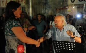 Πως ο εξοργισμένος Μανώλης Γλέζος παραμέρισε την Ζωή Κωνσταντοπούλου στο Δίστομο [vid]