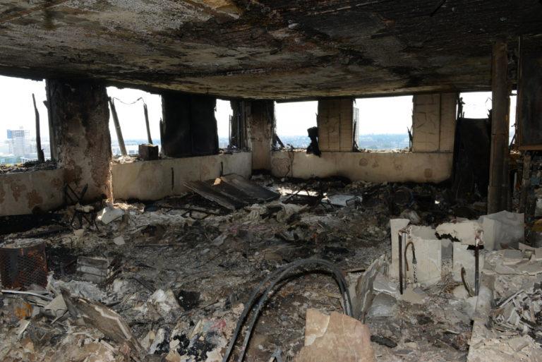 Λονδίνο: 79 οι νεκροί του Grenfell – Εικόνες σοκ μέσα από τον Πύργο | Newsit.gr