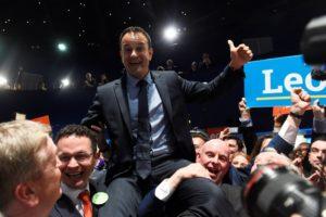 Νεαρός, ομοφυλόφιλος και μιγάς: Η επανάσταση του νέου Ιρλανδού πρωθυπουργού! [pics]