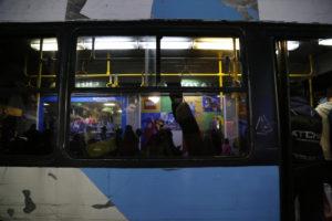Οδηγοί λεωφορείων αρνούνται να επιβιβάσουν πρόσφυγες!