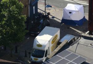 Τρόμος ξανά στο Λονδίνο! Βαν έπεσε πάνω σε πεζούς – «Θέλω να σκοτώσω όλους τους Μουσουλμάνους» φώναζε ο δράστης