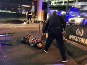 Λονδίνο: Ο μακελάρης με τη φανέλα της Arsenal! Συγκλονιστική μαρτυρία [vid, pics]