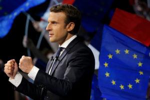 Μακρόν: Σκέφτεται συνεδρίαση του κοινοβουλίου την 3η Ιουλίου στις Βερσαλλίες