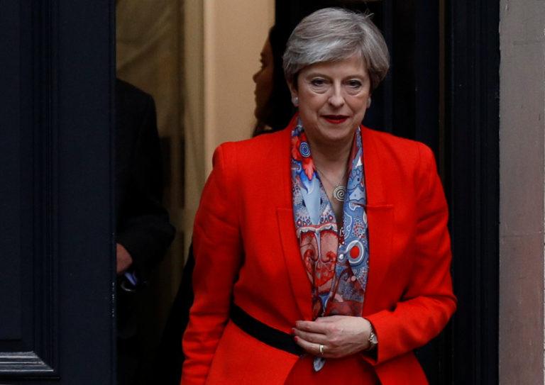Αγγλία: Mayday για το σχηματισμό κυβέρνησης – Η Μέι στη Βασίλισσα | Newsit.gr