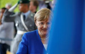 Νέα δημοσκόπηση: Παίζει μόνη της η Μέρκελ – Καταρρέει ο Σουλτς