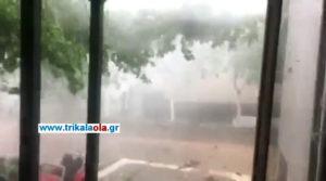 """Συγκλονιστικές εικόνες στα Τρίκαλα – Μπουρίνι, χαλάζι και ανεμοστρόβιλος """"σάρωσαν"""" τον νομό [vids]"""