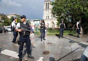 Γαλλία: Βίντεο-αποκάλυψη για τον δράστη στην Παναγία των Παρισίων