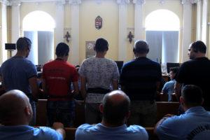 Ξεκίνησε στην Ουγγαρία η δίκη των διακινητών που άφησαν 71 πρόσφυγες να πεθάνουν από ασφυξία