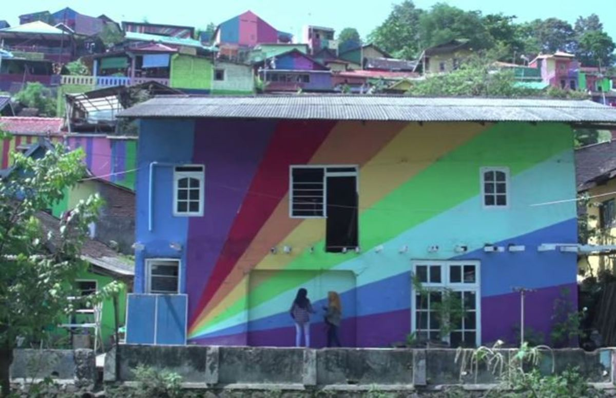 Το πολύχρωμο χωριό στην Ινδονησία [vid] | Newsit.gr