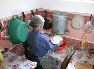 Λάντζα για Γκίνες – Νέο παγκόσμιο ρεκόρ στο… ταυτόχρονο πλύσιμο πιάτων