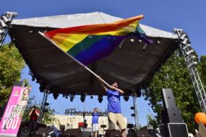 Athens Pride: Για πρώτη φορά στο Σύνταγμα – Γιατί αποθεώθηκε ο Ιρλανδός πρέσβης [pics]