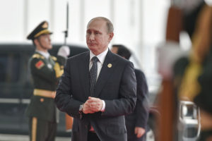 """Άντρας… """"βαρύς"""" ο Πούτιν: Δεν είναι """"γυναικούλα"""" και δεν θέλει να κάνει ντους με γκέι"""