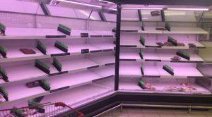 Πανικός στο Κατάρ για το κλείσιμο των συνόρων! Άδεια τα ράφια των σούπερ μάρκετ – Ξέμειναν από νερό