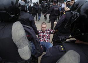 """""""Η Ρωσία χωρίς τον Πούτιν"""" – Εκατοντάδες συλλήψεις στις αντικυβερνητικές διαδηλώσεις [pics]"""