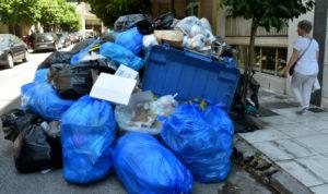 «Βουνά» σκουπιδιών στους δρόμους τουλάχιστον μέχρι την Πέμπτη!