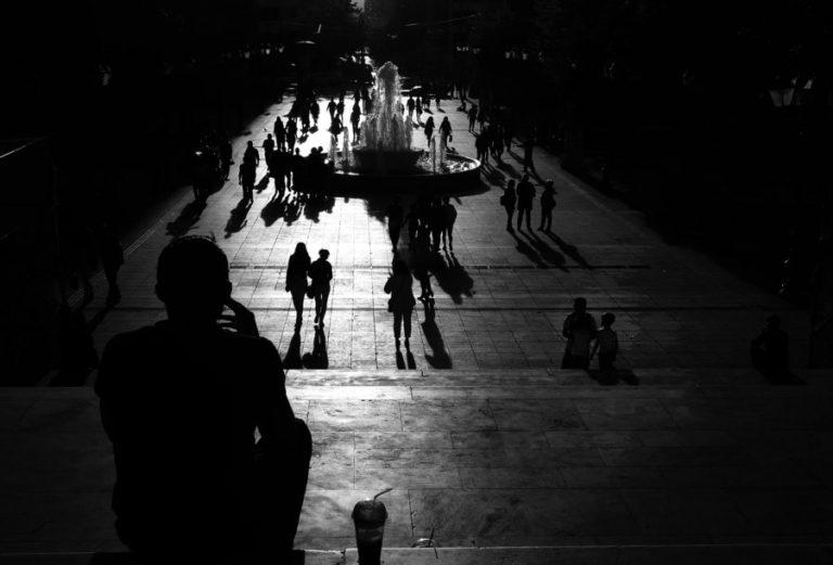 Στοιχεία σοκ: Σχεδόν 4 εκατ. Έλληνες κάτω από τα όρια της φτώχειας – Κόψαμε ακόμη και ποτό ή σινεμά | Newsit.gr