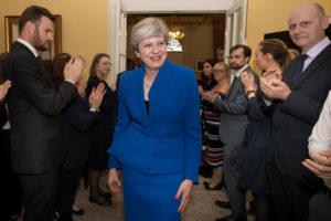 Τα βρήκαν οι Συντηρητικοί με τους Ιρλανδούς του DUP – Προς κυβέρνηση μειοψηφίας στη Μ. Βρετανία